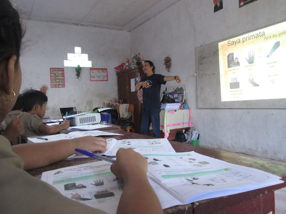 Students learning about the crested macaques. Photo credit: Tangkoko Conservation Education